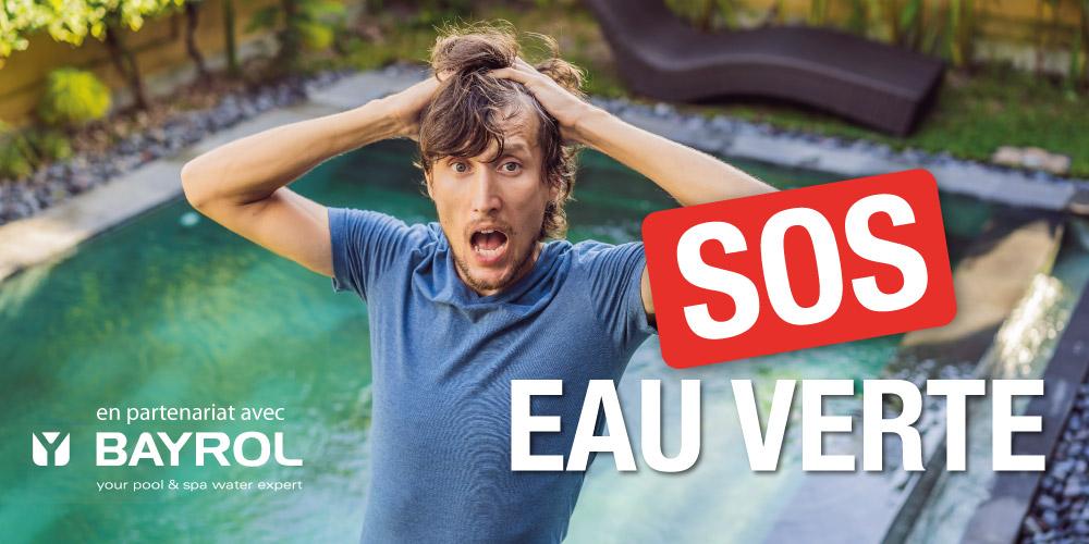 Homme en train de paniquer car sa piscine est devenue verte