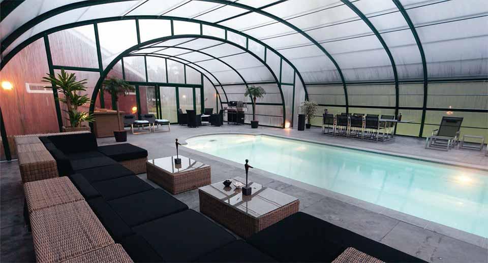 L'abri de piscine adossé, gagnez une pièce dans votre maison