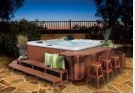 Bar et tabouret autour du spa