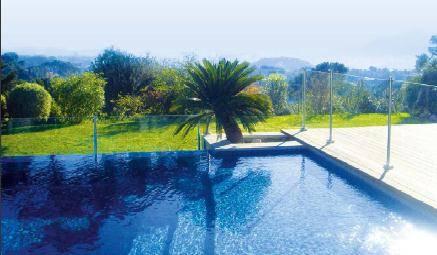 Barrière de sécurité fixe pour piscine