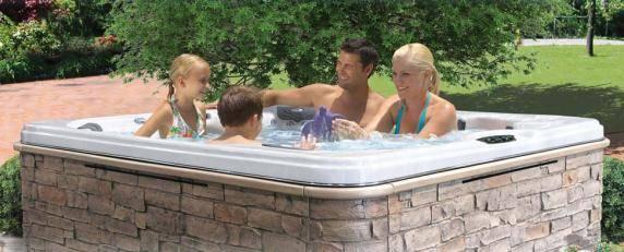 Famille dans un spa Calspas