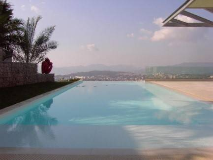 Horizon et piscine à débordement
