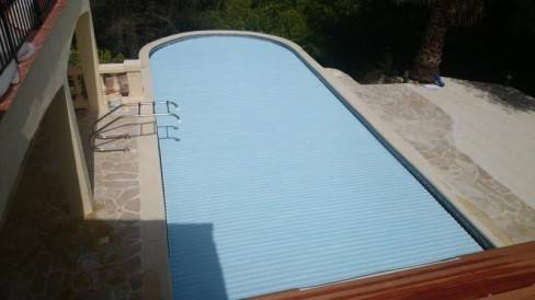 Echelle de piscine affordable echelle piscine inox en for Volet roulant piscine occasion