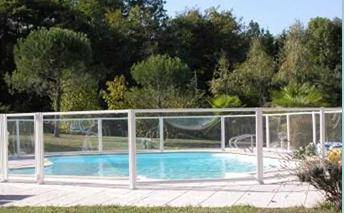 Barri re de s curit piscine conseils devis en ligne for Barriere de piscine demontable