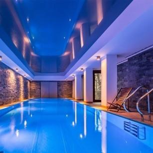 Pièce avec piscine intérieure