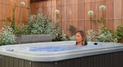 spa de nage quivalent jacuzzi 4 et 5 places devis. Black Bedroom Furniture Sets. Home Design Ideas