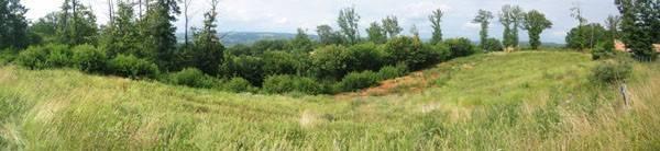 Piscine sur un terrain en cuvette