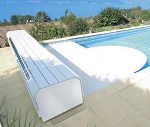 Volet de piscine avec banc solaire